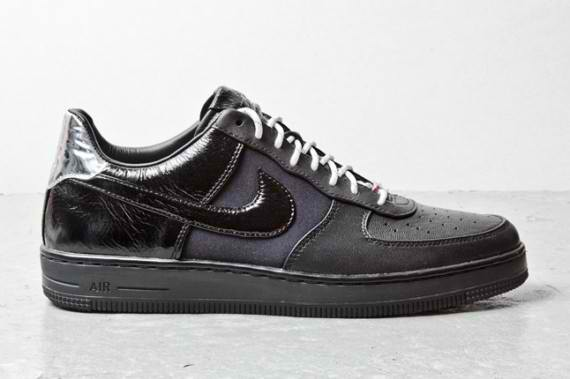 nike-air-force-1-downtown-black-leather-1-570x379