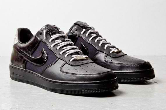 nike-air-force-1-downtown-black-leather-2-570x379