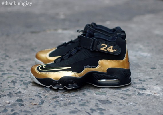 nike-air-griffey-max-1-black-gold-2-570x402