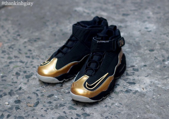 nike-air-griffey-max-1-black-gold-3-570x402