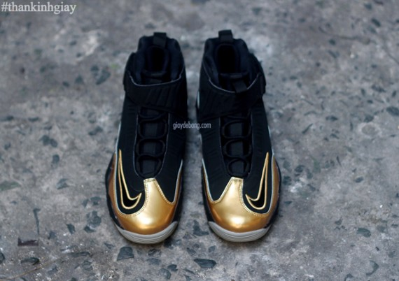 nike-air-griffey-max-1-black-gold-4-570x402