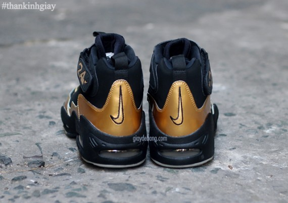 nike-air-griffey-max-1-black-gold-6-570x402