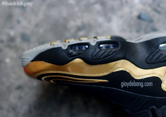nike-air-griffey-max-1-black-gold-8-570x402