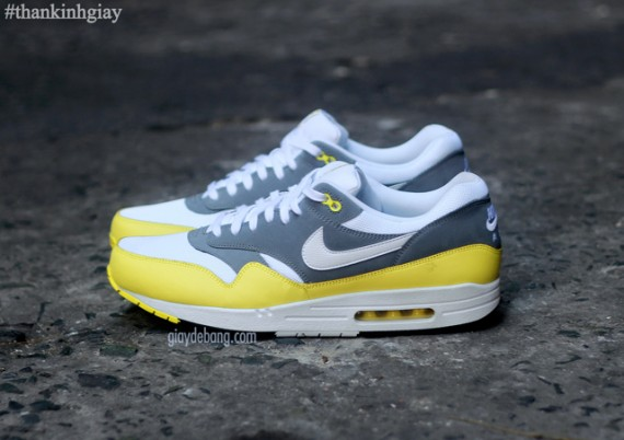 nike-air-max-1-essential-cool-grey-yellow-2-570x402