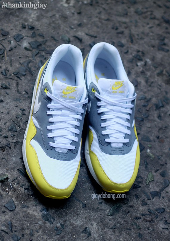nike-air-max-1-essential-cool-grey-yellow-5-570x807