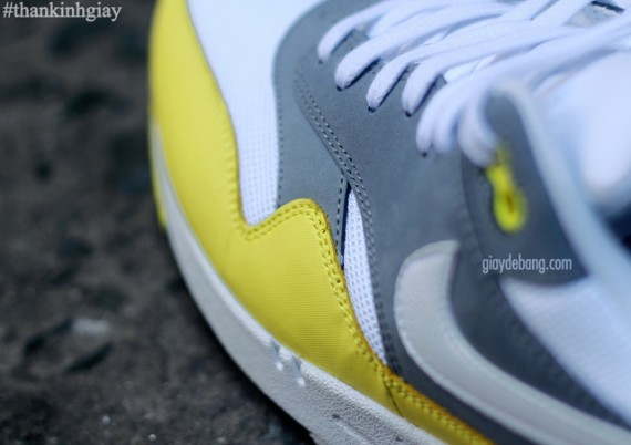 nike-air-max-1-essential-cool-grey-yellow-6-570x402