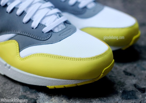 nike-air-max-1-essential-cool-grey-yellow-7-570x402