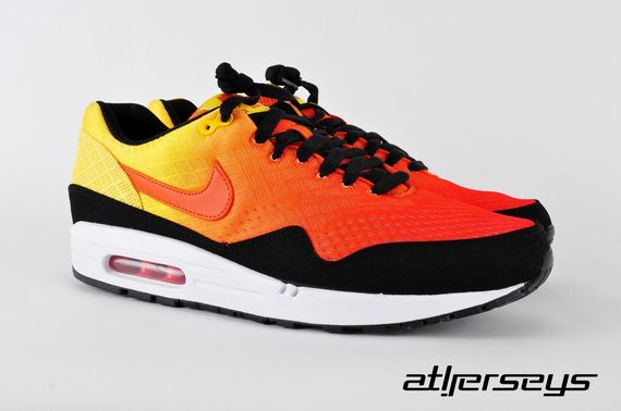 nike-air-max-1-sunset_03_result