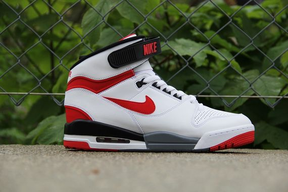 nike-air-revolution-white-red_02