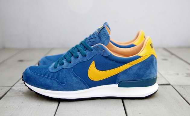 nike-air-solstice-qs-blue-yellow-1-630x384