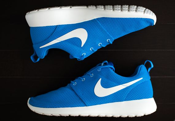 nike-roshe-run-hero-blue_02