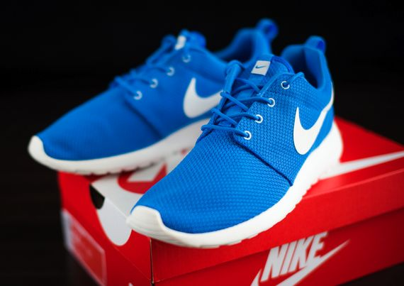nike-roshe-run-hero-blue_05