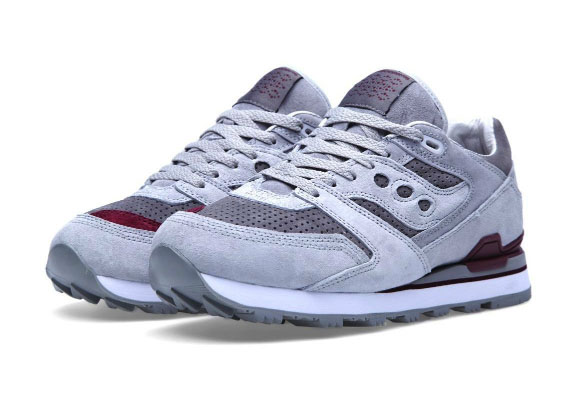 white-mountaineering-x-saucony-courageous-1