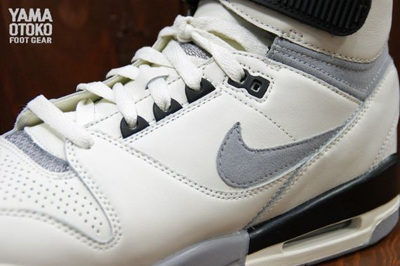 Nike-Air-Revolution-Grey-White-BLack_03_result