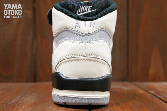 Nike-Air-Revolution-Grey-White-BLack_09_result