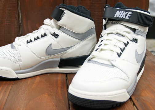 Nike-Air-Revolution-Grey-White-BLack_02_result