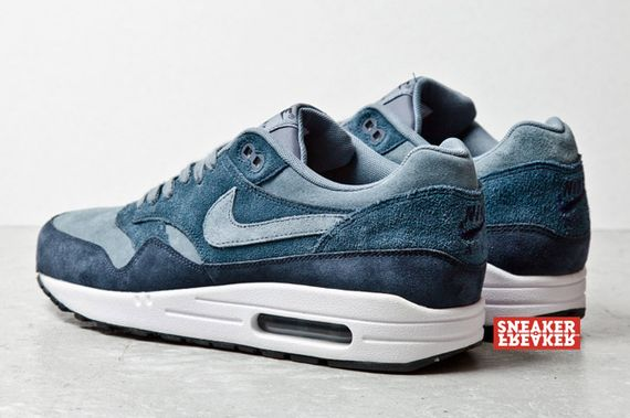 air-max-1-blue-suede_03_result