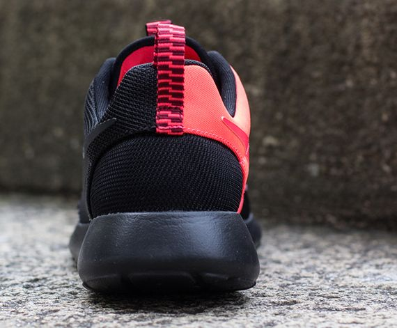 black-atomic red-roshe run-nike_03