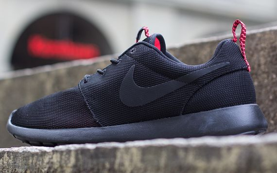 black-atomic red-roshe run-nike_05