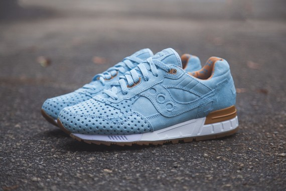 cotton-candy-play-cloths-saucony-shadow-5000-03-570x380