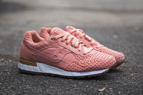 cotton-candy-play-cloths-saucony-shadow-5000-04-570x380