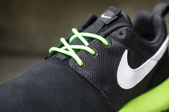 flash-lime black-white-roshe run-gs-nike