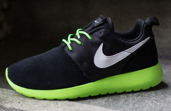 flash-lime black-white-roshe run-gs-nike_02