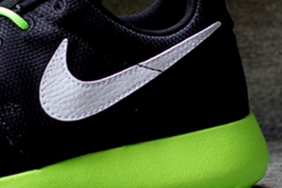 flash-lime black-white-roshe run-gs-nike_03