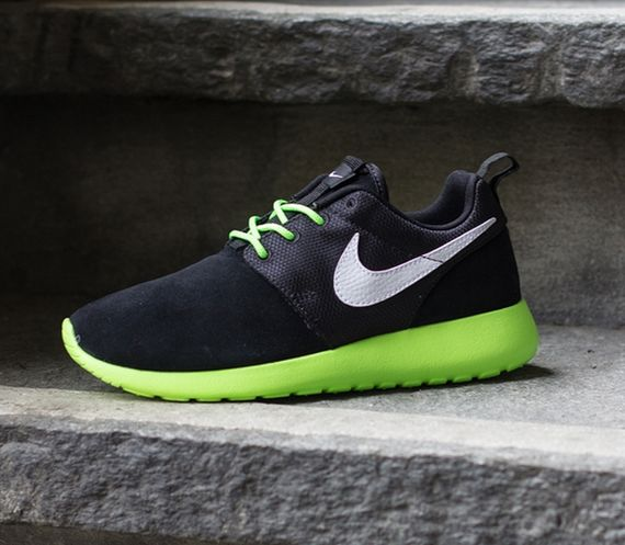 flash-lime black-white-roshe run-gs-nike_04