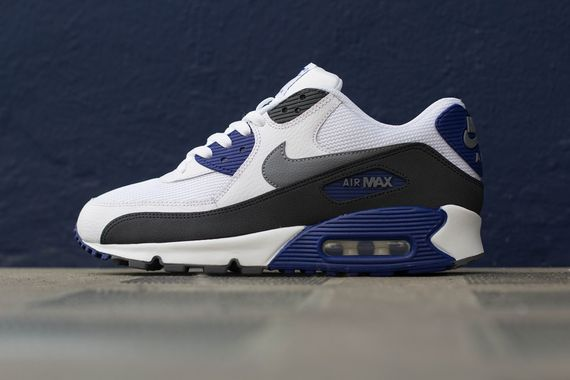 navy blue and white air max 90