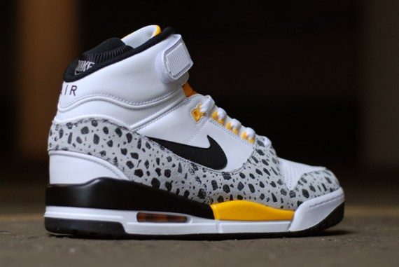 nike-air-revolution-safari-air-assault-inspired-05-570x381