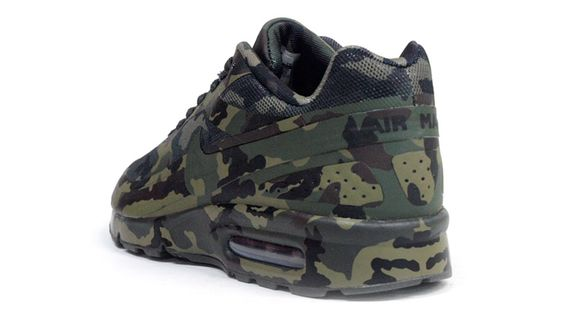 Nike-Air-Classic-BW-France-SP-Camo_02_result