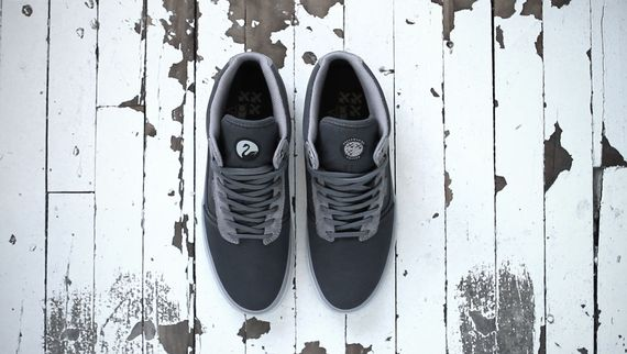 Vans-OTW-Collection_Bedford_Outlier_Anthracite-Ice_Fall-2013_2_result