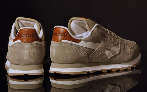 canvas beige-classic leather-reebok_04