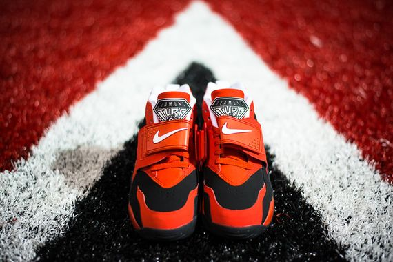 nike-air-challenge-red-diamond-turf_03_result