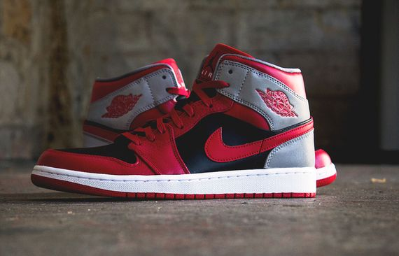 air jordan-1 mid-fire red_03