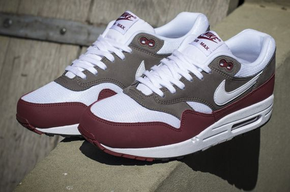 nike-air max 1-essential-team read-petra brown
