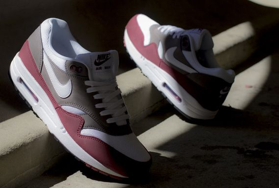 new style 30413 ee97c Nike Air Max 1 Essential – Team RedPetra Brown