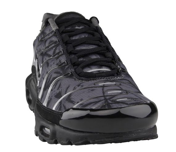 nike-air max plus (tuned 1)-black-dark grey-metallic silver