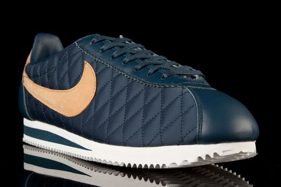 nike-cortez-nylon-quilted pack