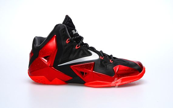 nike-lebron-11-miami-heat_02_result