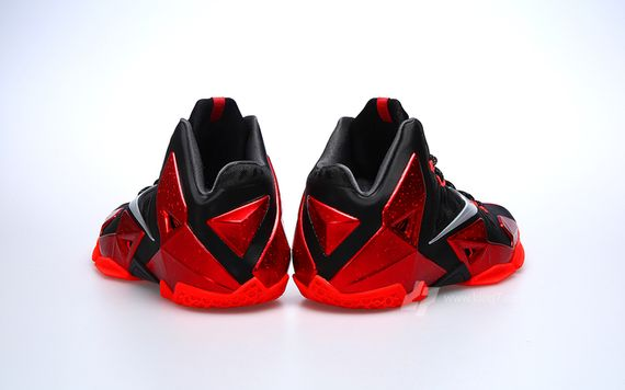 nike-lebron-11-miami-heat_07_result