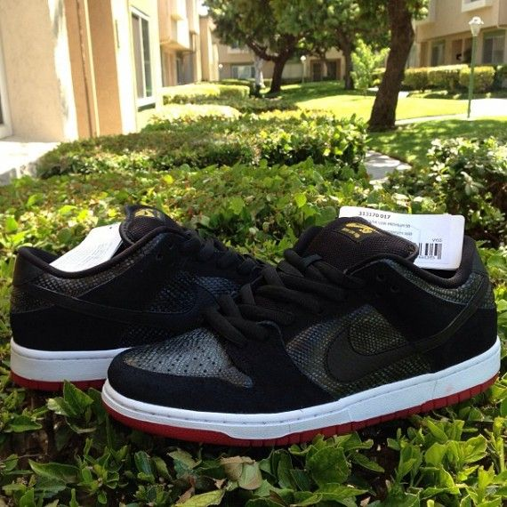 nike-sb-dunk-low-snakeskin