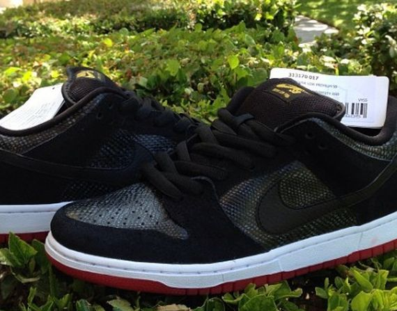 nike-sb-dunk-low-snakeskin_02