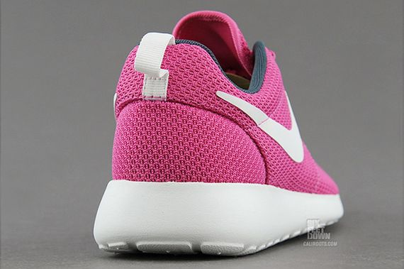 nike-wmns-roshe run-cotton candy_03