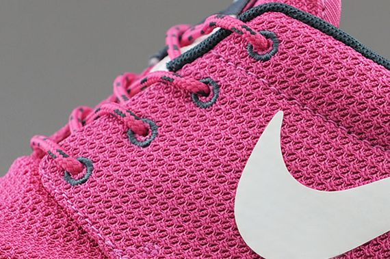 nike-wmns-roshe run-cotton candy_04
