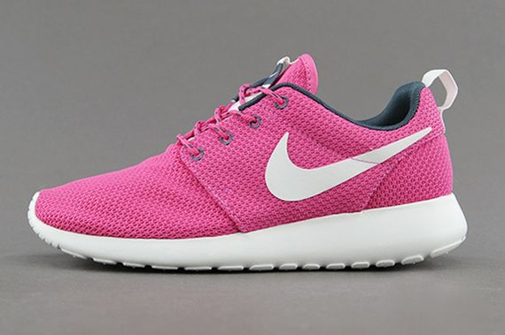 nike-wmns-roshe run-cotton candy_05