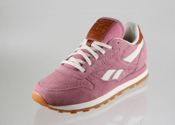 reebok-classic leather-suede-wine-paperwhite