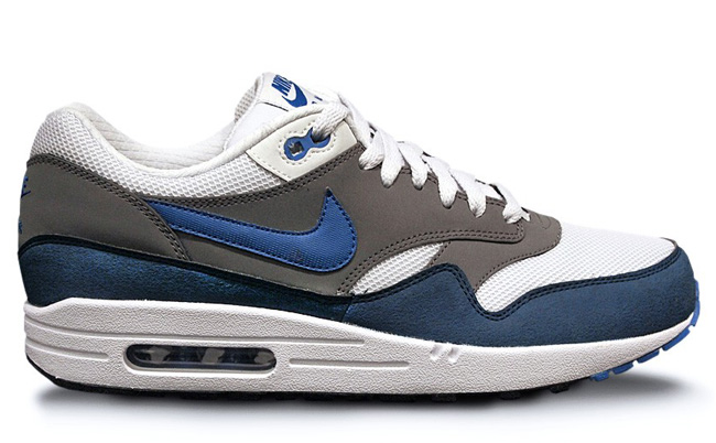 27-08-2013_am1_greywhiteblue
