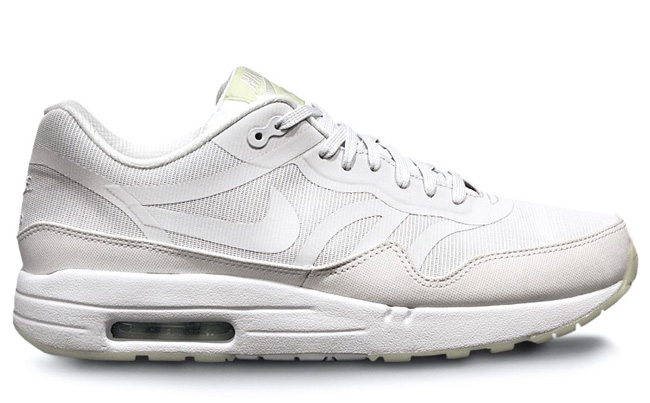 27-08-2013_am1comfort_whitelabgreenre